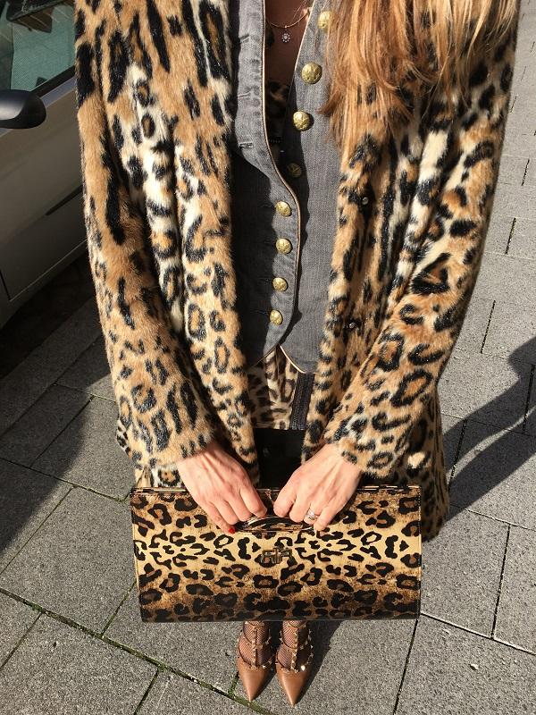 fake fur coat leo print